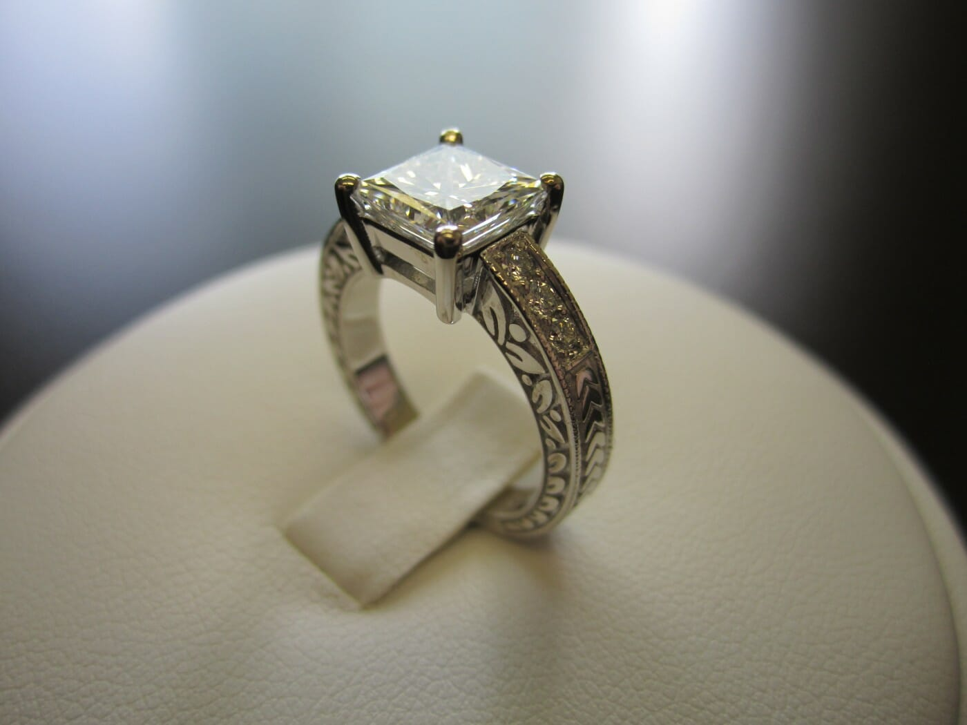 Picture of Diamond Sales Light Up Solid Season for Jewelers