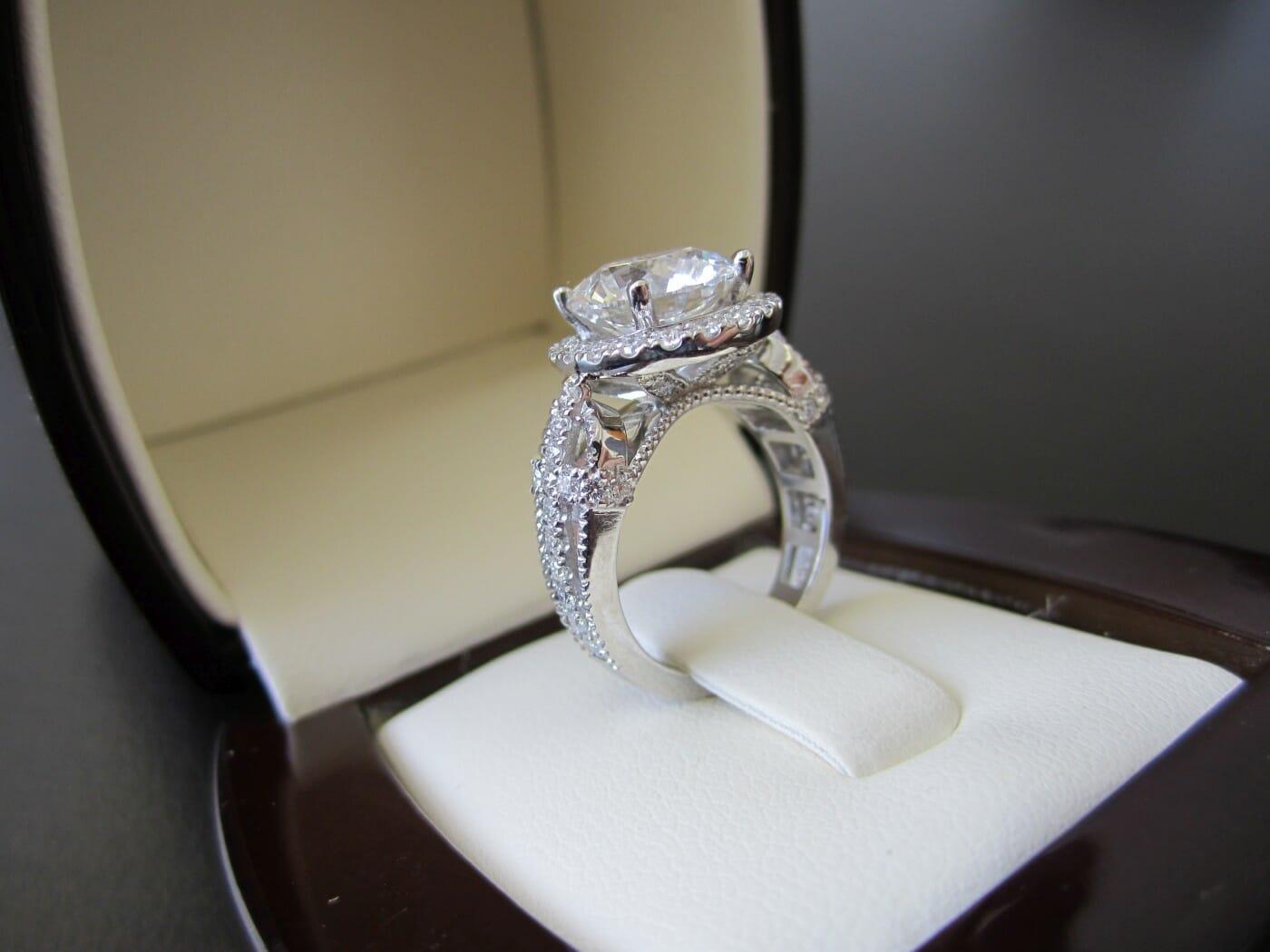 Boyfriend Tries To Crowd Fund 20 000 For Engagement Ring Luksus