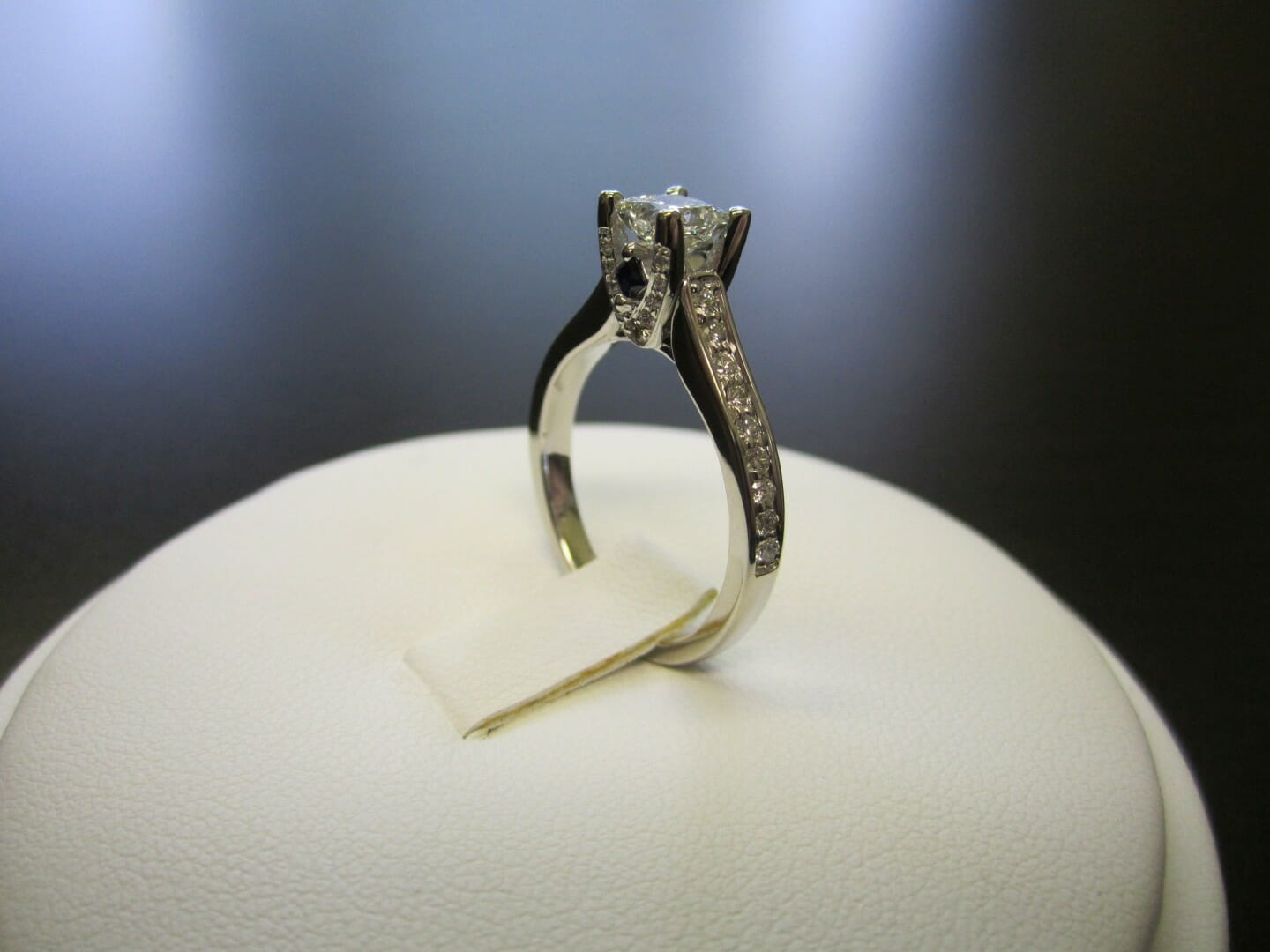 Picture of De Beers steps up hunt for fake diamonds with new detector